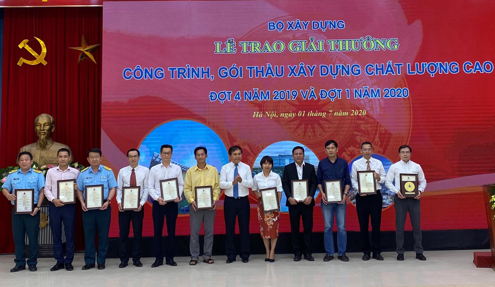 Sân bay quốc tế Vân Đồn nhận giải thưởng Công trình chất lượng cao - Ảnh 1.