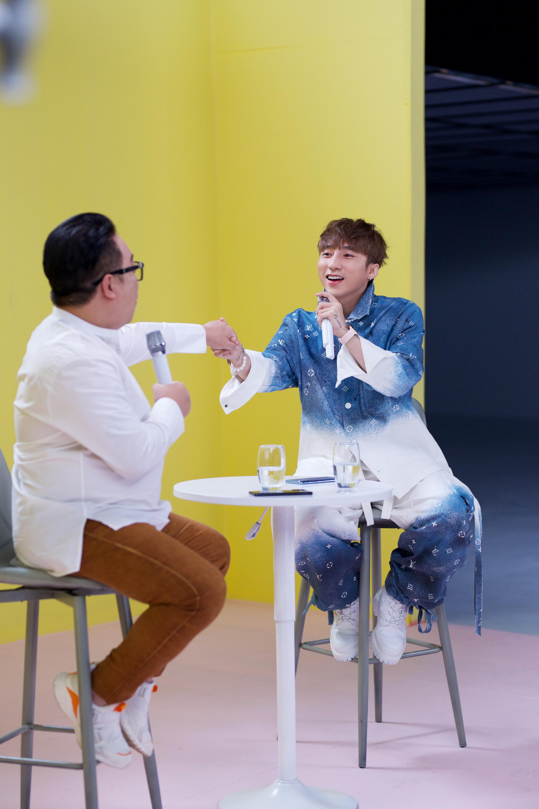 Sơn Tùng M-TP lần đầu biểu diễn ca khúc 68 triệu view - Ảnh 4.