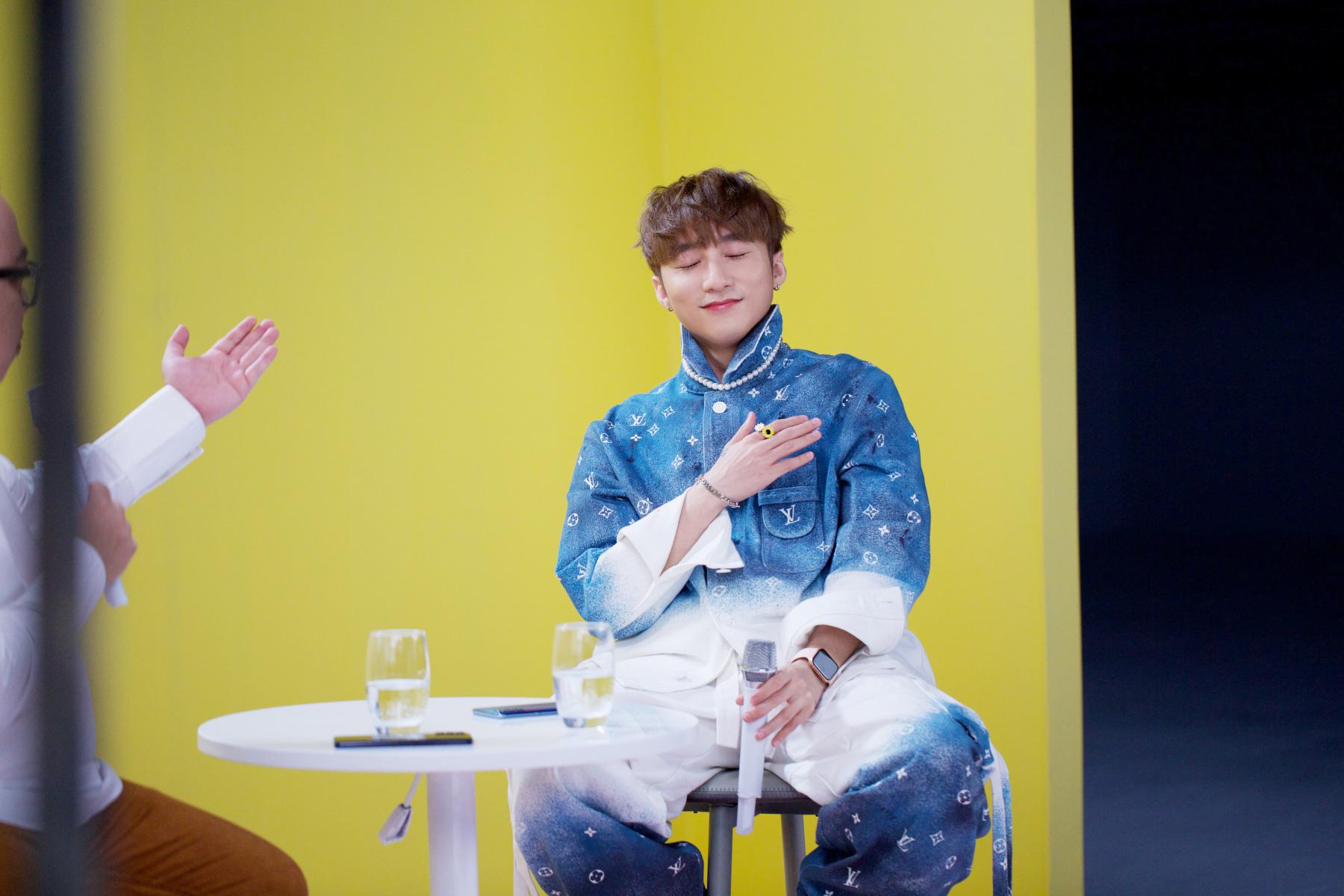 Sơn Tùng M-TP lần đầu biểu diễn ca khúc 68 triệu view - Ảnh 2.