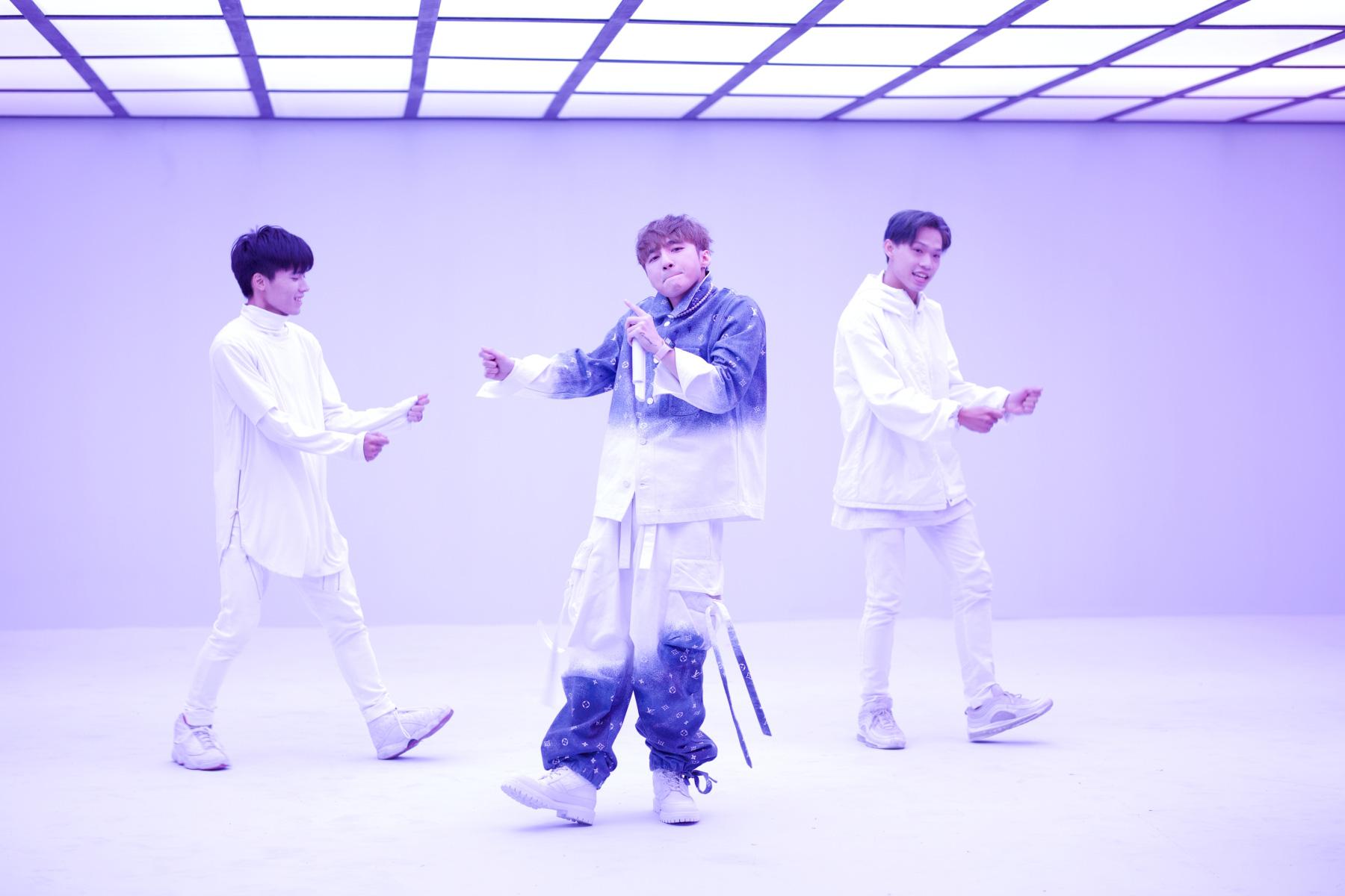Sơn Tùng M-TP lần đầu biểu diễn ca khúc 68 triệu view - Ảnh 8.