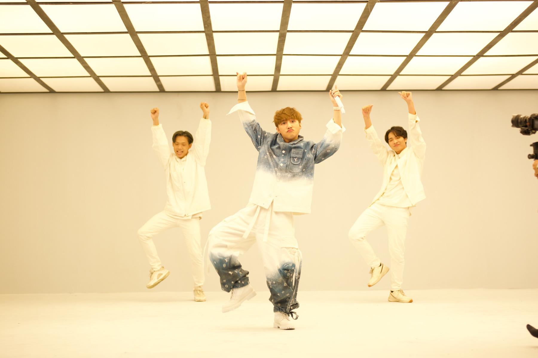 Sơn Tùng M-TP lần đầu biểu diễn ca khúc 68 triệu view - Ảnh 7.