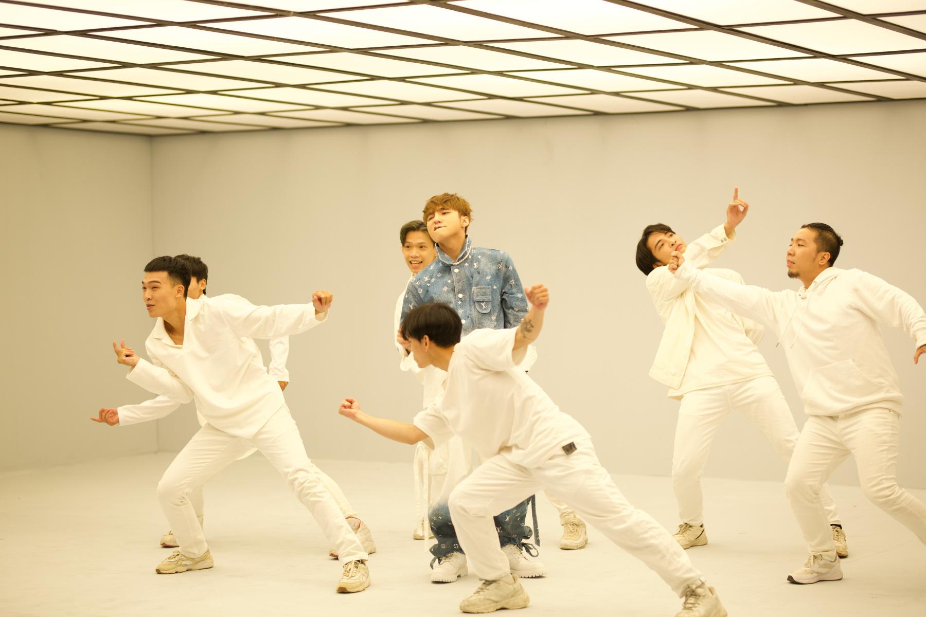 Sơn Tùng M-TP lần đầu biểu diễn ca khúc 68 triệu view - Ảnh 6.