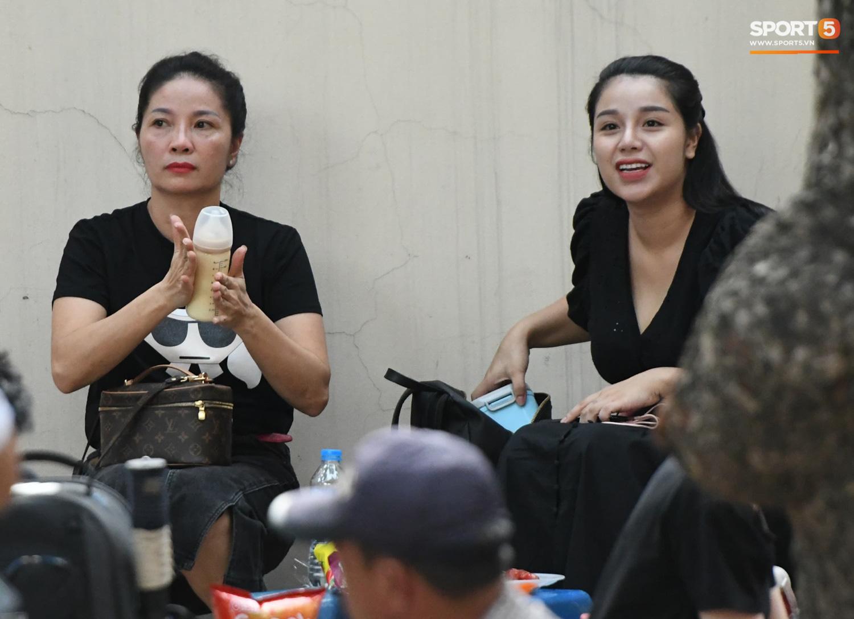 """Bạn gái Hà Đức Chinh đến sân cổ vũ trận Viettel gặp Đà Nẵng: Nhan sắc """"không giống hình đăng Face"""" - Ảnh 7."""