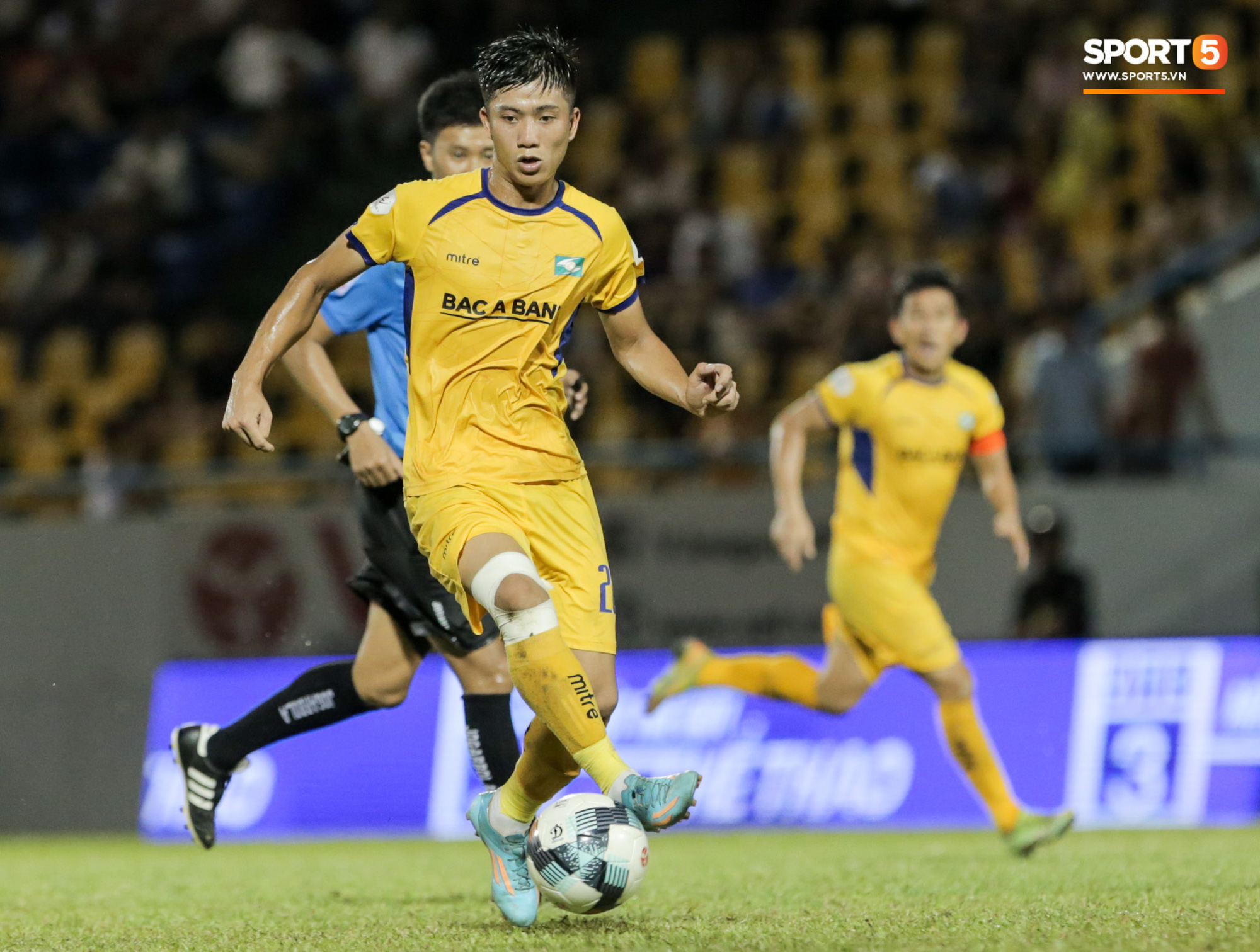 Phan Văn Đức lấy vội điện thoại để xem điều này sau trận thứ 6 không thắng tại V.League 2020 - Ảnh 1.