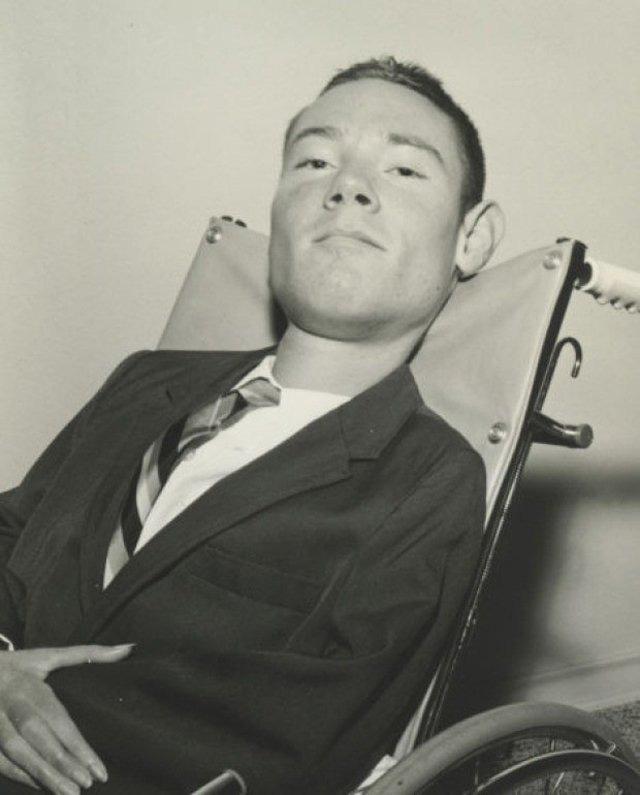 """Câu chuyện cuộc đời của người đàn ông sống sót sau đại dịch bại liệt ở Mỹ, gần 70 năm sống chung với """"lá phổi sắt"""" vẫn trở thành luật sư tài ba - Ảnh 3."""
