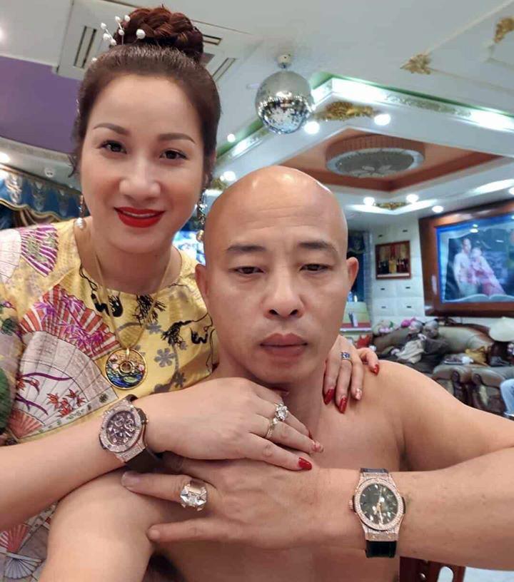 [NÓNG] Vợ Đường Nhuệ tiếp tục bị khởi tố thêm tội Cưỡng đoạt tài sản - Ảnh 2.