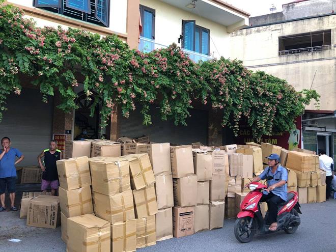 Hà Đông (Hà Nội): Thu giữ hơn 800 nghìn khẩu trang không nguồn gốc xuất xứ - Ảnh 1.