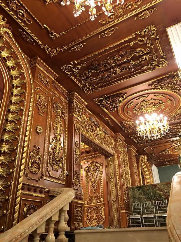 Hé lộ 1 góc nội thất lâu đài đại gia Hà Nội, chỉ phần ốp gỗ mạ vàng đã thấy quy mô khủng - Ảnh 4.