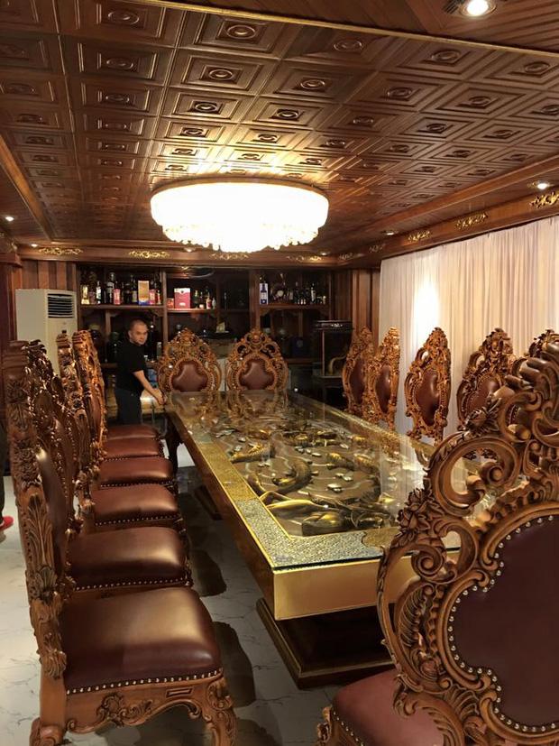 Hé lộ 1 góc nội thất lâu đài đại gia Hà Nội, chỉ phần ốp gỗ mạ vàng đã thấy quy mô khủng - Ảnh 5.