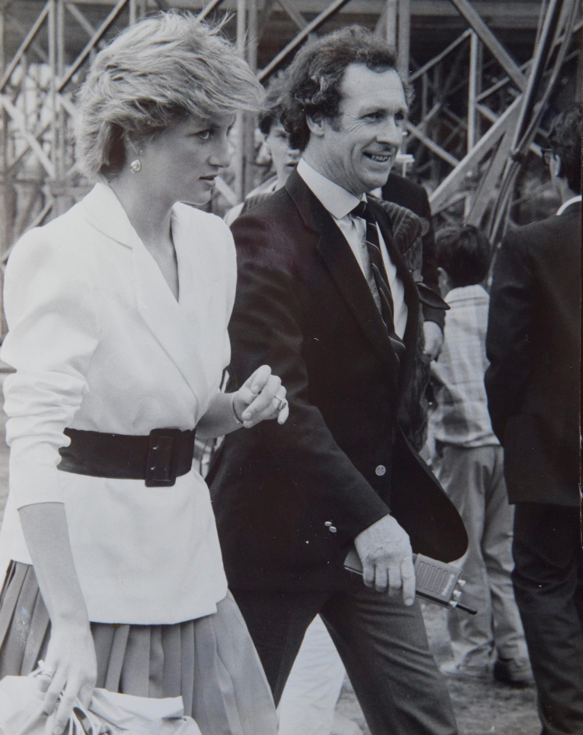 Bí mật bên trong căn phòng phủ kín chăn bảo vệ thi thể Công nương Diana và bức ảnh cuối cùng về bà không bao giờ được phép đăng tải  - Ảnh 1.