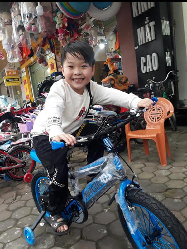 """Mẹ của cậu bé 18 tháng không nói tiếng Việt mà đòi giao tiếp bằng tiếng Anh: """"Hai mẹ con tôi từng ôm nhau khóc vì không thể hiểu ngôn ngữ của nhau"""" - Ảnh 3."""