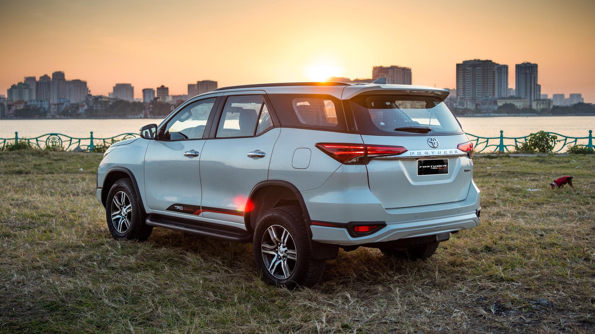 Toyota Fortuner tăng lực trong tháng 7 - Vua SUV 7 chỗ củng cố ngôi vị - Ảnh 2.