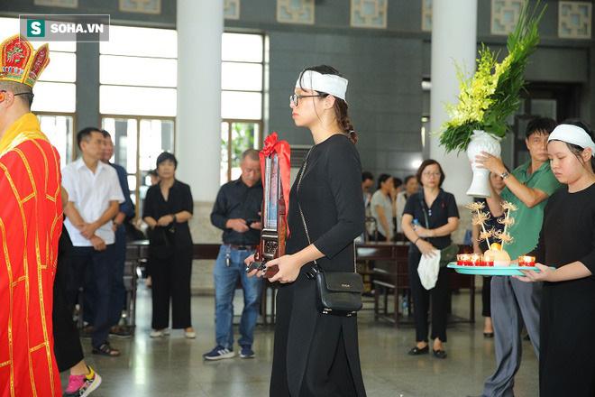 Con trai NSƯT Hoàng Yến: Mẹ ra đi bất ngờ trong lòng con đau đớn vô cùng! - Ảnh 8.