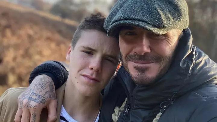 """Chê bố xuống sắc vì để râu lởm chởm, con trai ngay lập tức mua tặng món quà """"kỳ lạ"""" nhưng hữu dụng này cho David Beckham - Ảnh 1."""