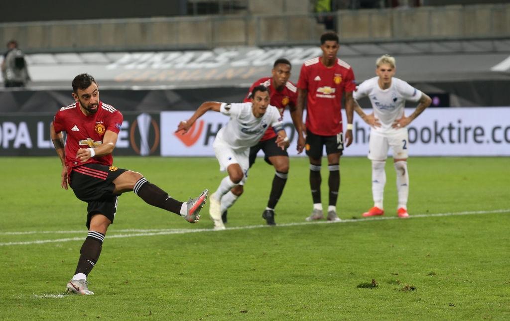 Tình huống Bruno Fernandes bất ngờ bỏ thói quen sút penalty để đánh lừa thủ môn Copenhagen - Ảnh 2.