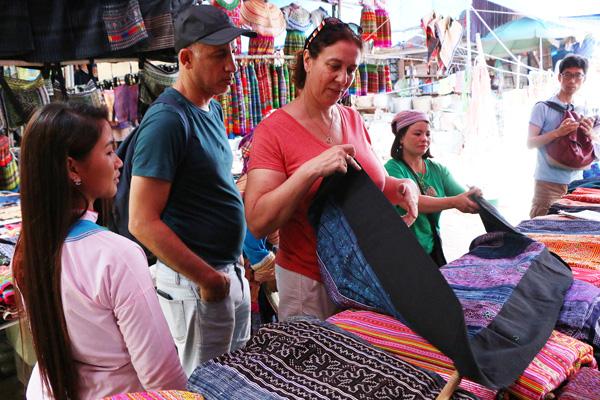 Lào Cai: Công tác quản lý nhà nước về du lịch được tăng cường, đảm bảo đồng bộ, hiệu quả - Ảnh 1.