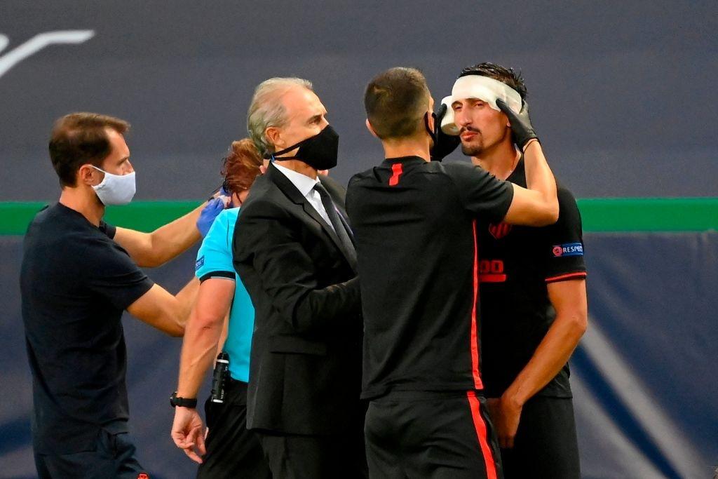 Leipzig 2-1 Atletico Madrid: Bàn thắng phút cuối của Adams đưa đội chủ nhà vào bán kết Champions league - Ảnh 3.