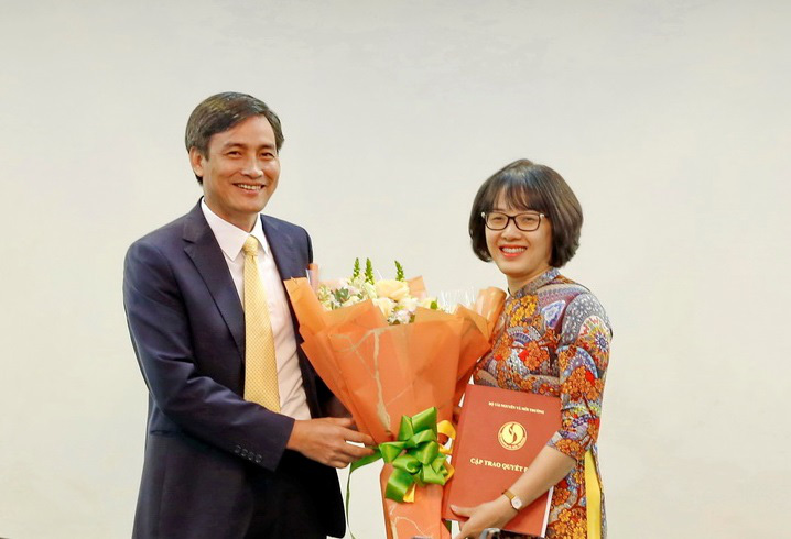 Bộ Nội vụ điều động, bổ nhiệm Vụ trưởng Vụ Tiền lương, Phó Chánh Văn phòng - Ảnh 3.