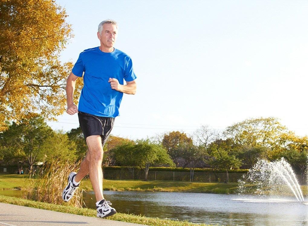 Cứ 37 giây lại có người chết vì bệnh tim mạch, nhưng bạn có thể giảm tới 80% nguy cơ mắc bệnh nếu thực hiện 11 thói quen này trong mùa hè - Ảnh 1.