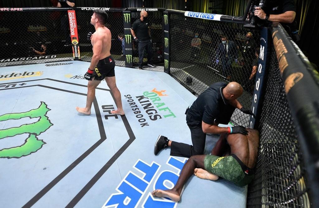 Võ sĩ tung cú lên gối hoàn hảo, ẵm luôn khoản thưởng hơn 1,1 tỷ của UFC - Ảnh 3.