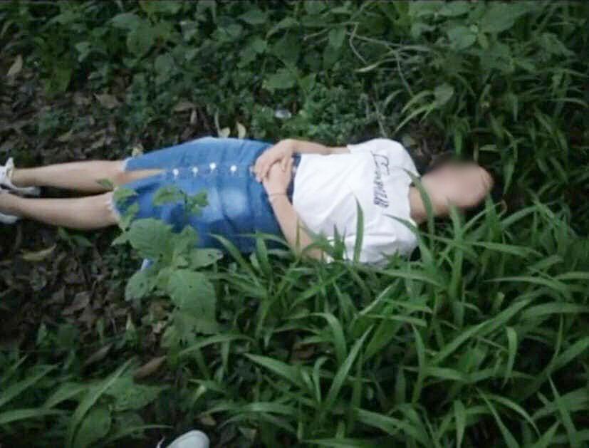 """Nhờ bạn thân chụp cho bộ ảnh """"hòa mình với thiên nhiên"""", cô gái tá hỏa khóc ròng vì tưởng... công chúa ngất trong rừng - Ảnh 1."""