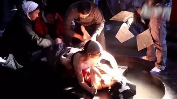 """Cảnh 18  gây sốc nhất của Triệu Lệ Dĩnh: Ân ái dưới nền đất, bạo đến mức bạn diễn nam có """"phản ứng sinh lý"""" - Ảnh 8."""