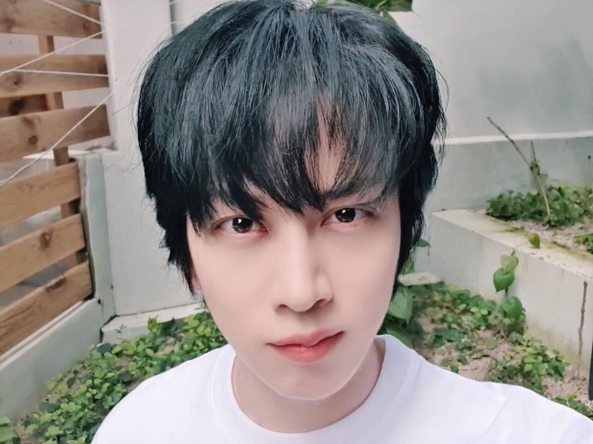 Siêu sao vũ trụ Heechul cắt tóc thôi mà như hiện tượng lạ, nhìn nhan sắc lột xác là đủ hiểu - Ảnh 2.