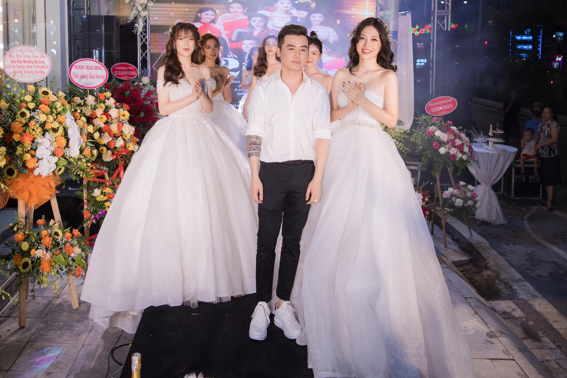 Ngọc Nữ gây chú ý khi diện váy cưới gợi cảm - Ảnh 1.