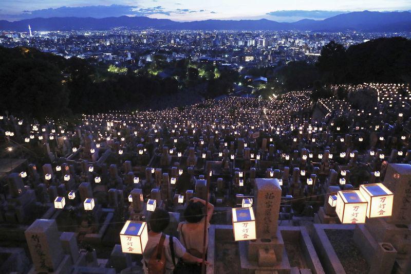 Được Chính phủ hỗ trợ tiền du lịch mà không dám nhận, điều gì đang diễn ra tại Nhật Bản? - Ảnh 2.