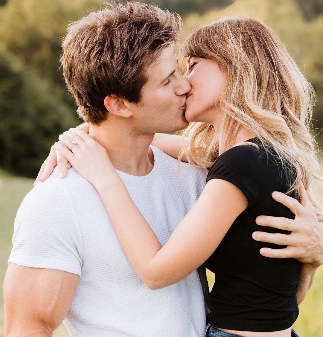 """""""Nam thần"""" làng võ Sage Northcutt chính thức đính hôn cùng bạn gái lâu năm - Ảnh 1."""