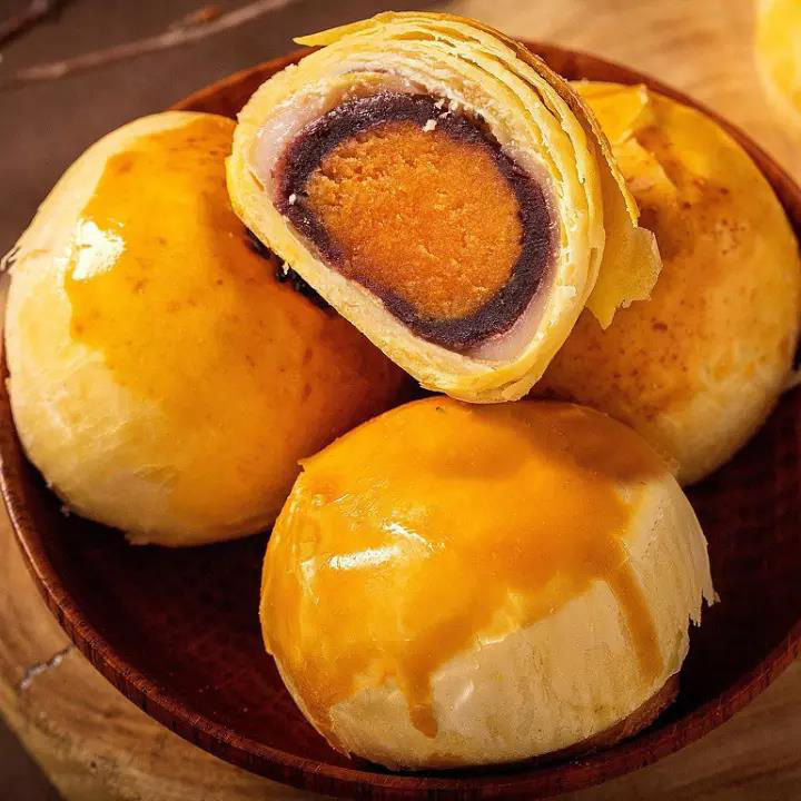 Sốt xình xịch những mẫu bánh Trung thu nhìn cái muốn mua ngay: Ngoại hình long lanh mà hương vị cũng xuất sắc! - Ảnh 6.