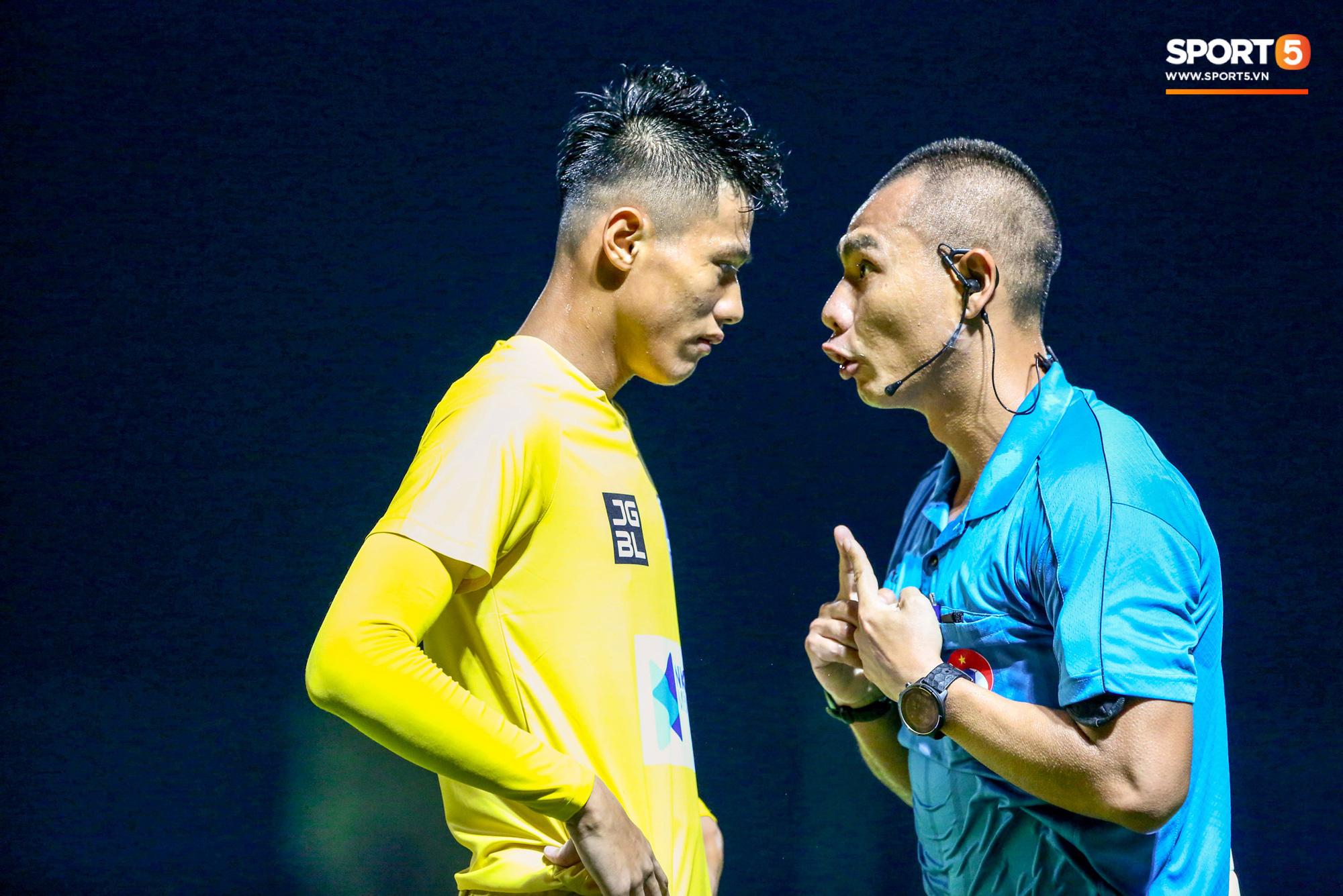 HLV Thanh Hoá: Trọng tài bắt như thế, đội có Quang Hải cũng không thắng được - Ảnh 2.