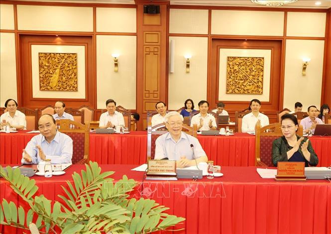 Bộ Chính trị làm việc với Ban Thường vụ Thành ủy Hà Nội - Ảnh 1.