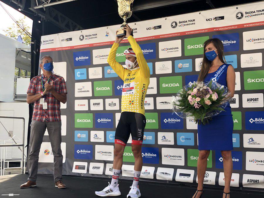 VĐV xe đạp nhầm lẫn, ăn mừng khi cuộc đua vẫn còn một vòng - Ảnh 3.