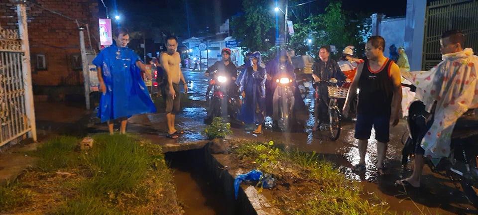 1 người rớt xuống cống nước bị cuốn mất tích trong cơn mưa lớn ở Đồng Nai - Ảnh 1.