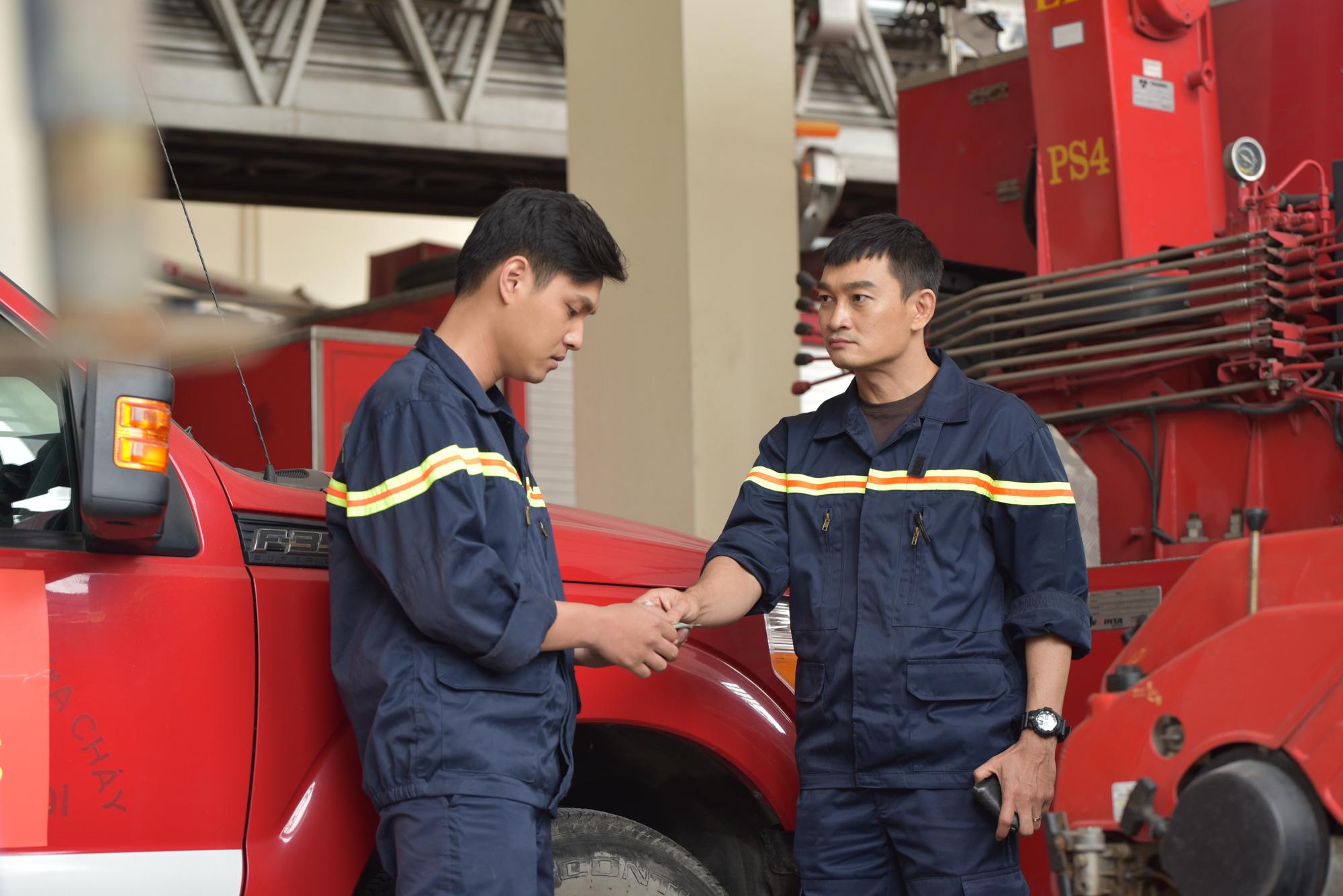 Phim mới Lửa ấm: Loạt câu chuyện về lính cứu hỏa lần đầu lên sóng - Ảnh 3.