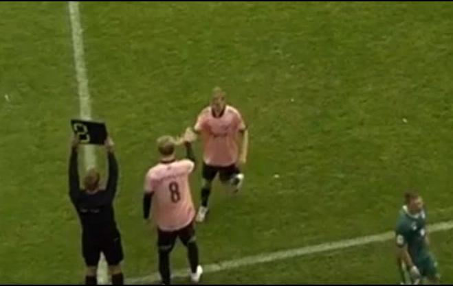 Tài năng trẻ bị thay ra khỏi sân chỉ sau 13 giây - Ảnh 2.