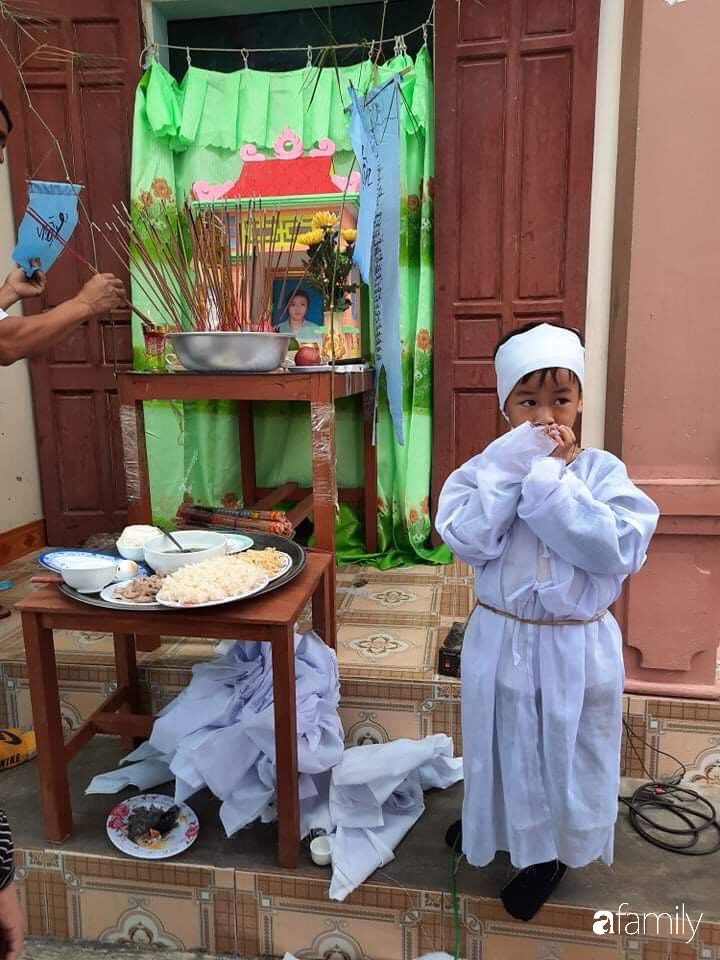 Vụ chồng ghen tuông hoang tưởng đâm vợ tử vong ở Nghệ An: Nhói lòng cảnh 3 đứa con thơ khát sữa, gào khóc đòi mẹ - Ảnh 1.