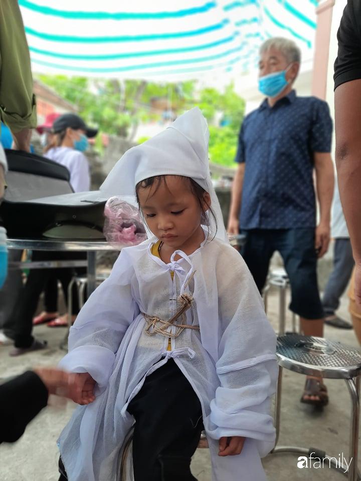Vụ chồng ghen tuông hoang tưởng đâm vợ tử vong ở Nghệ An: Nhói lòng cảnh 3 đứa con thơ khát sữa, gào khóc đòi mẹ - Ảnh 5.