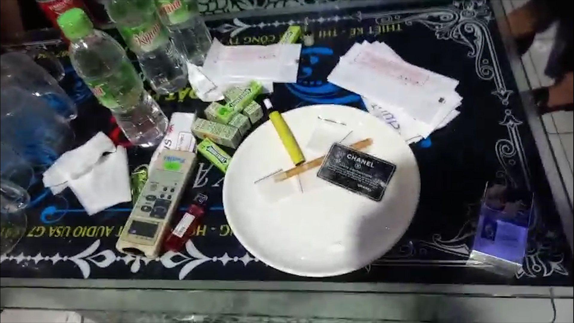 Kiểm tra quán Karaoke, phát hiện 16 đối tượng dương tính ma túy - Ảnh 3.
