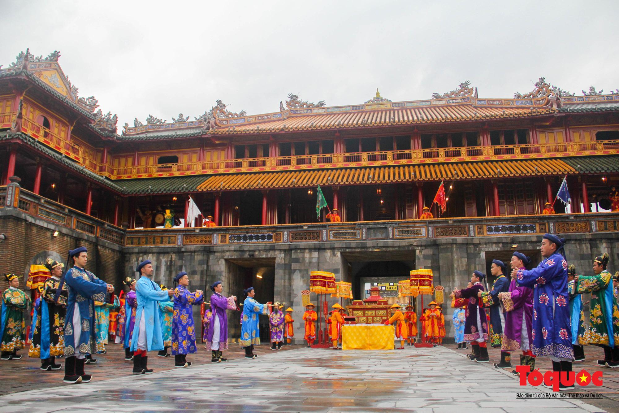"""Du khách thích thú xem tái hiện lễ """"Ban Sóc"""" của triều Nguyễn, nhận lịch tặng nhân dịp đón năm mới - Ảnh 2."""