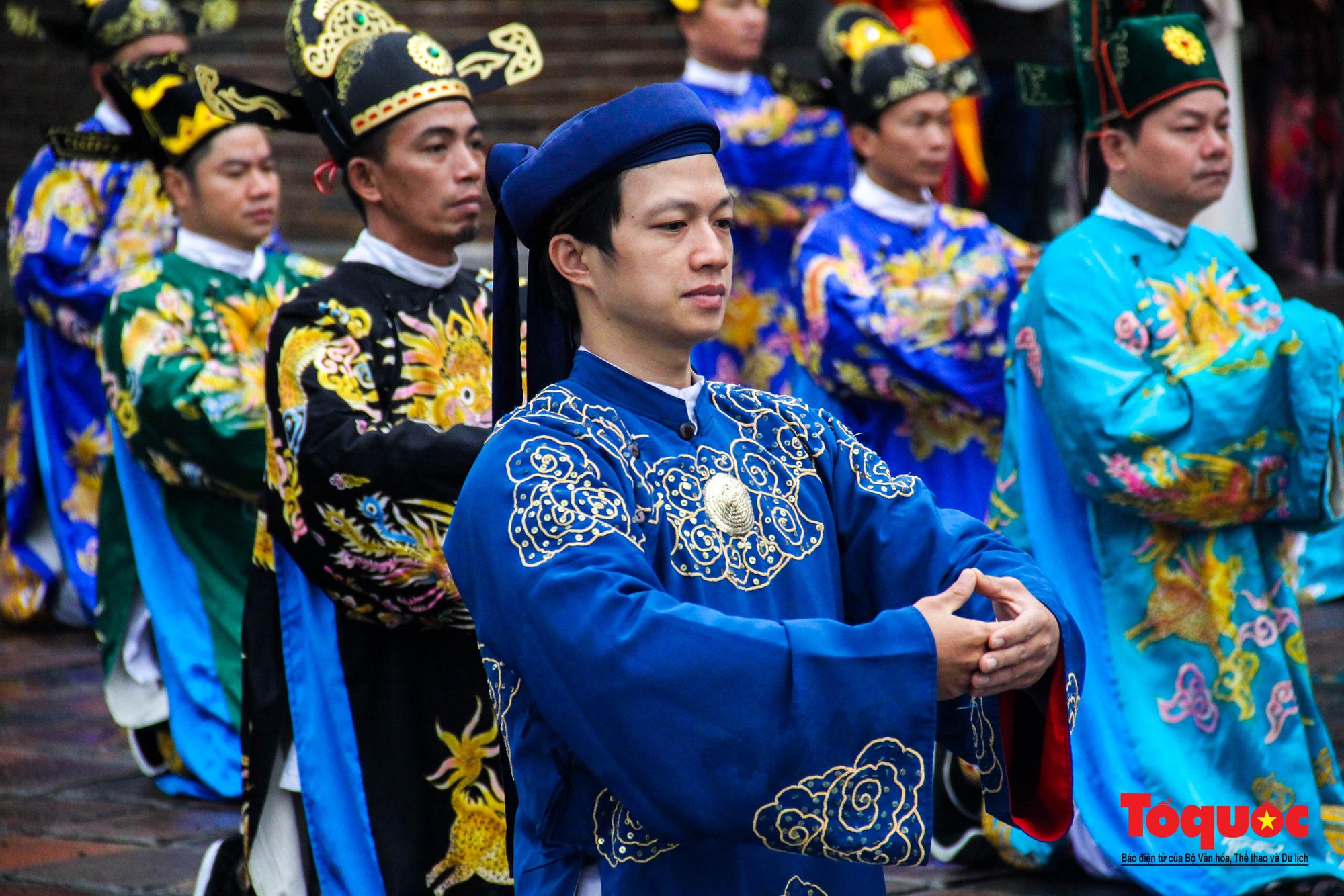 """Du khách thích thú xem tái hiện lễ """"Ban Sóc"""" của triều Nguyễn, nhận lịch tặng nhân dịp đón năm mới - Ảnh 6."""