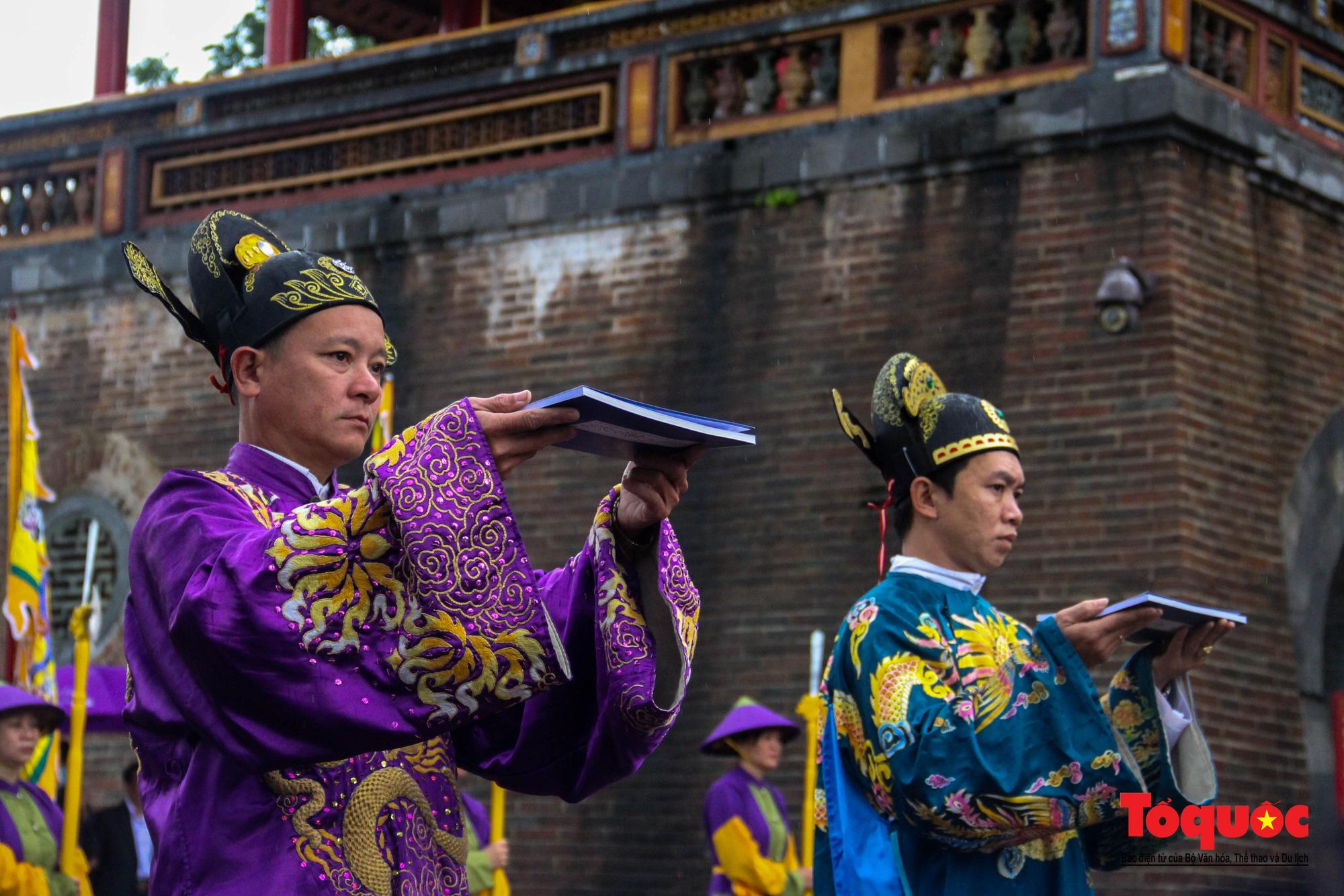 """Du khách thích thú xem tái hiện lễ """"Ban Sóc"""" của triều Nguyễn, nhận lịch tặng nhân dịp đón năm mới - Ảnh 9."""