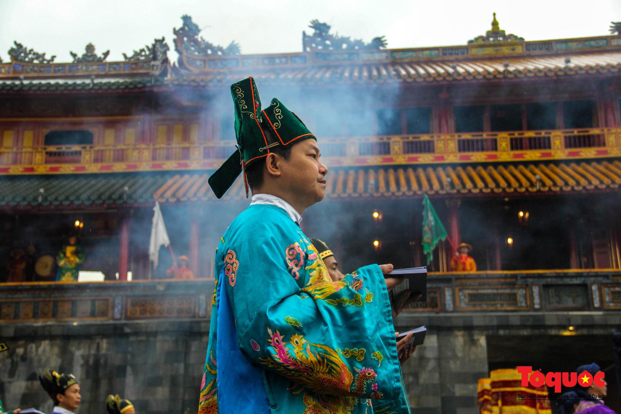 """Du khách thích thú xem tái hiện lễ """"Ban Sóc"""" của triều Nguyễn, nhận lịch tặng nhân dịp đón năm mới - Ảnh 4."""