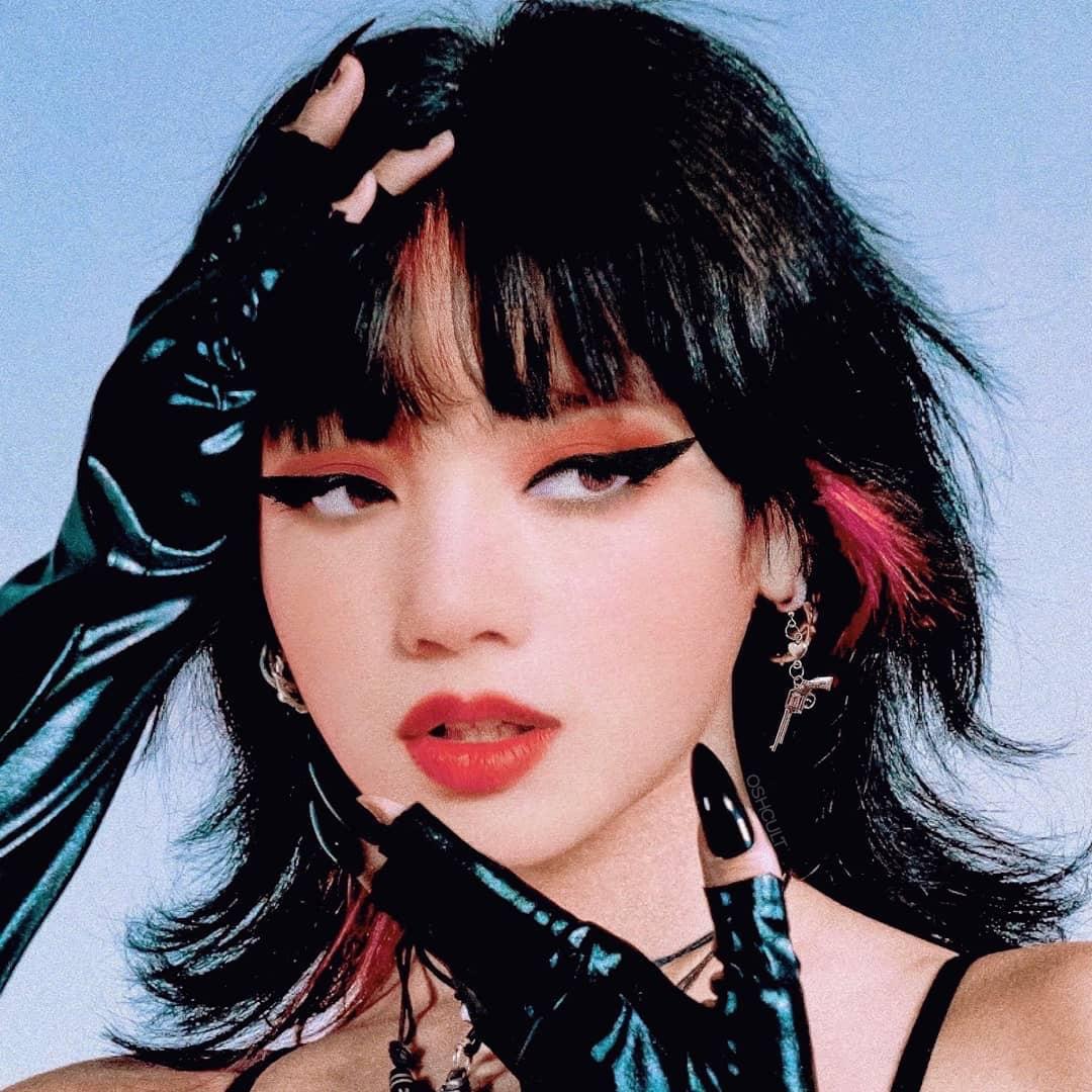 Xịt máu mũi vì loạt ảnh Lisa (BLACKPINK) trang điểm đậm, lại còn bức tử vòng 1 ngồn ngộn, nhưng sự thật ra sao? - Ảnh 2.