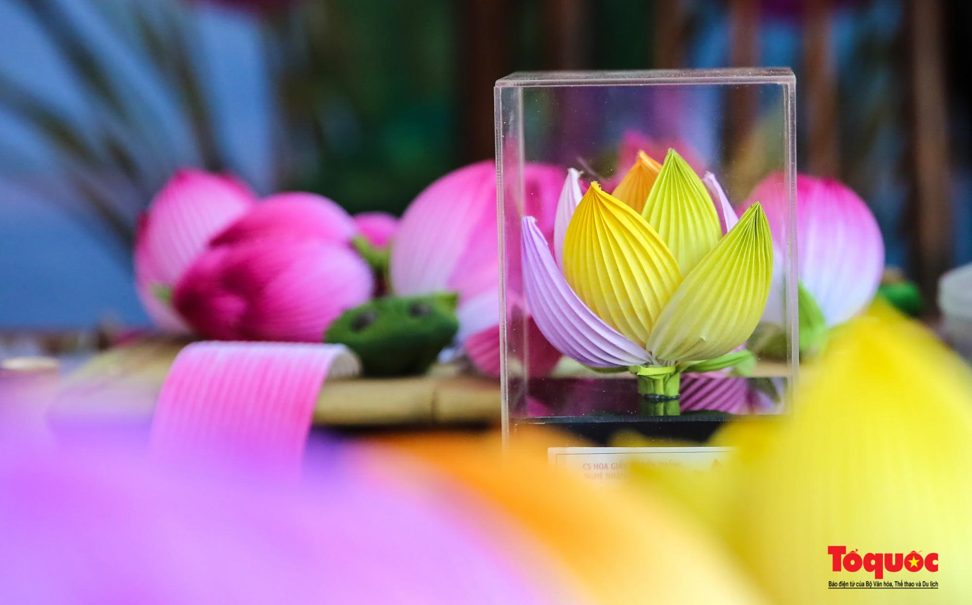 Rực rỡ sắc màu hoa Tết tại làng nghề hoa giấy hơn 300 tuổi - Ảnh 13.