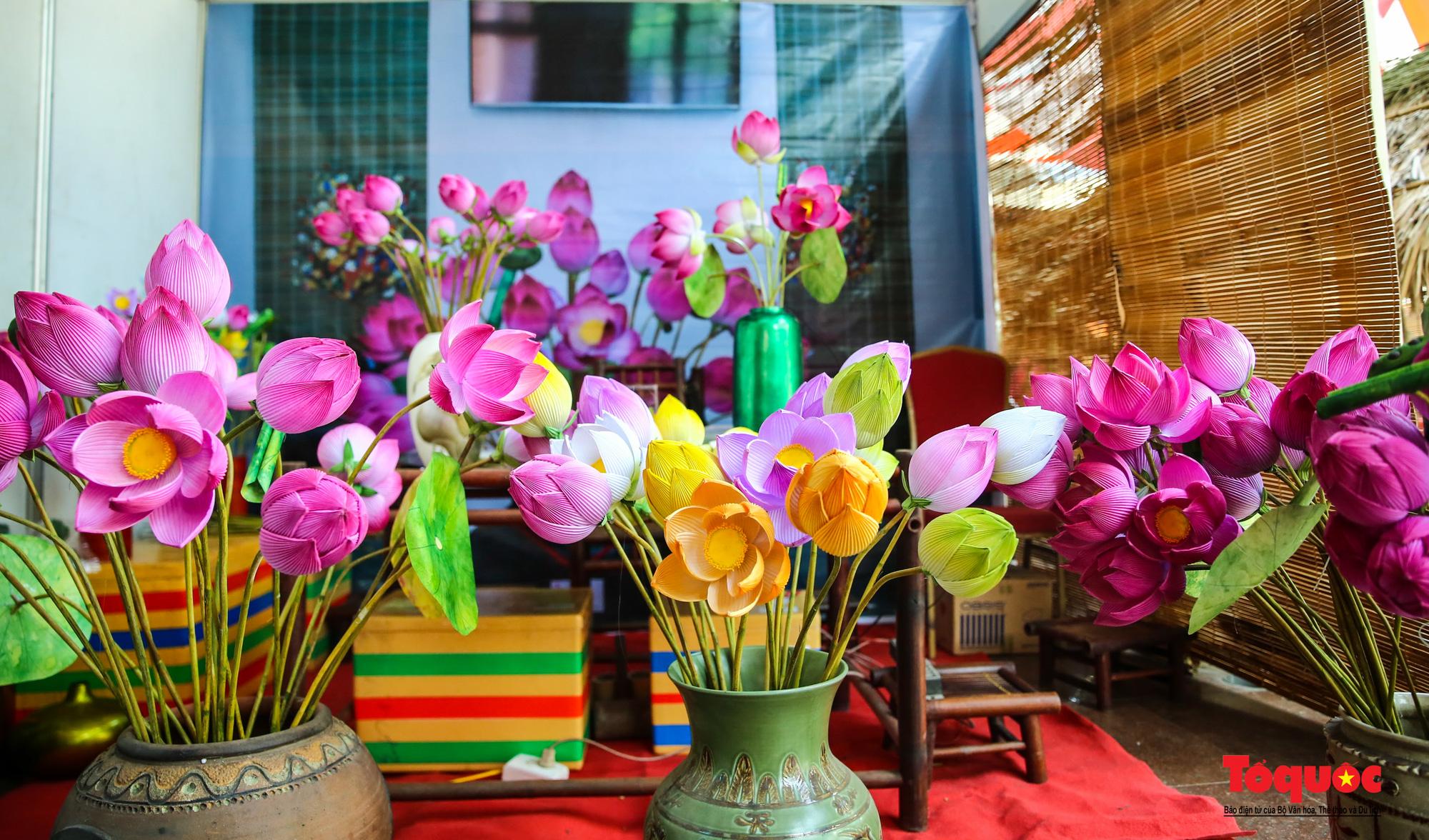 Rực rỡ sắc màu hoa Tết tại làng nghề hoa giấy hơn 300 tuổi - Ảnh 8.