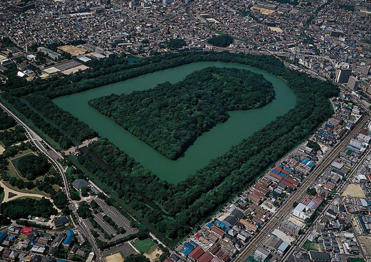 Bí ẩn khu lăng mộ lớn nhất thế giới tại Nhật Bản: Hình thù kỳ lạ, bất khả xâm phạm và là nơi yên nghỉ của