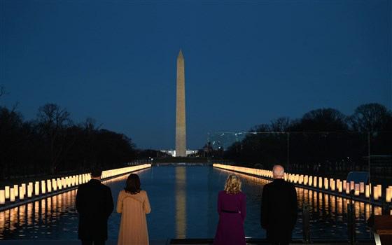 Tổng thống đắc cử Joe Biden tưởng niệm nạn nhân Covid-19 trước lễ nhậm chức - Ảnh 1.