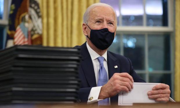 Hàng loạt sắc lệnh được ký: Bước ngoặt khởi động trong ngày đầu tiên của tân Tổng thống Biden - Ảnh 1.